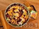 Рецепта Зелена салата с пилешки хапки от бут, царевица от консерва, фета сирене и череши